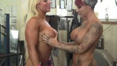 Female Bodybuilder Lesbians Tattoos And Boobs