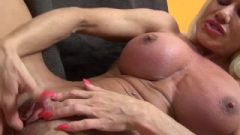 Naked Whore Bodybuilder Play With Her Huge Clit